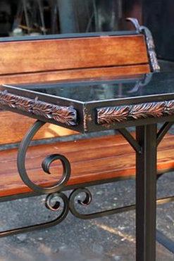 Столики и скамейки