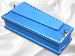 маленький детский гроб голубого цвета